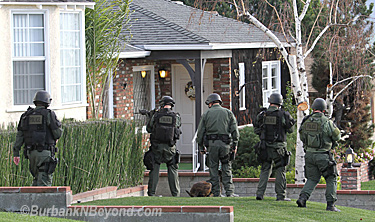 SRT members go house to house on Lamer and Keystone streets looking for the suspect.       (Photo By Ross A. Benson)