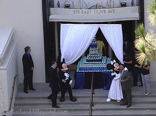 Mickey and Minnie Mouse were on hand with 2,000 cupcakes to hand out to lucky fans