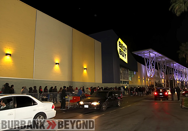 Burbank Best Buy opened it&#039;s doors on Black Friday to over 500 waiting customers.  (Photo by Ross A. Benson0