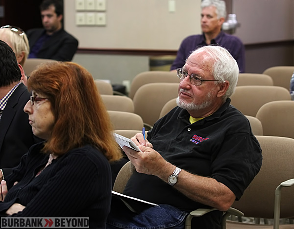BurbankNBeyond's Sr. reporter Stan Lynch gathers notes during meeting.(Photo by SeahawkLee)