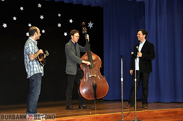 (L-R) Jacob Tilov, Ian Riggs and Ed Helms.  Riggs plays a few notes from the bass as the kids snap their fingers.  (Photo by Deborah Dodge)