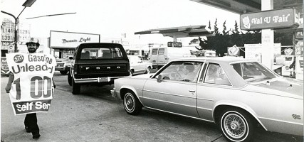 Do you remember when GAS was $1.00 a gallon?? Back in the mid 1980's, this picture taken at Dawson's Union at Hollywood Way & Magnolia Bl. (Photo by Ross A. Benson)