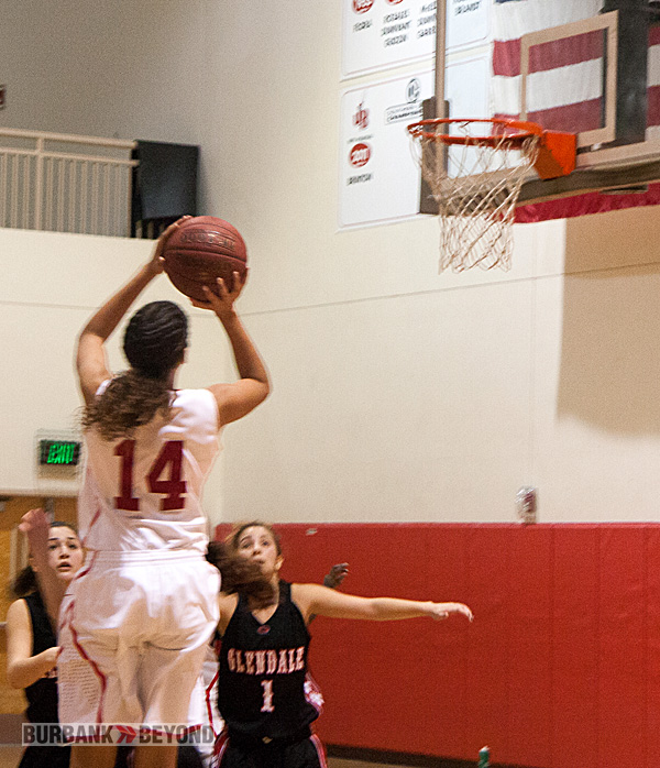 Aysia Shellmire scored a game-high 16 points (Photo by Dick Dornan)