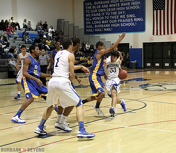 Sarkis Karium drives against Muir (Photo by Ross A. Benson)