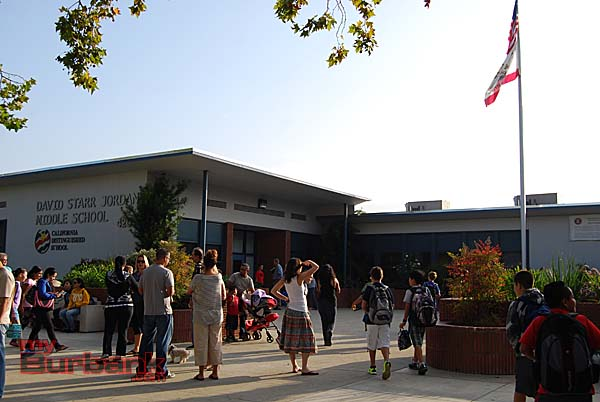 It's the first day of school and Jordan Middle School is ready to welcome students  (Photo by Lisa Paredes)