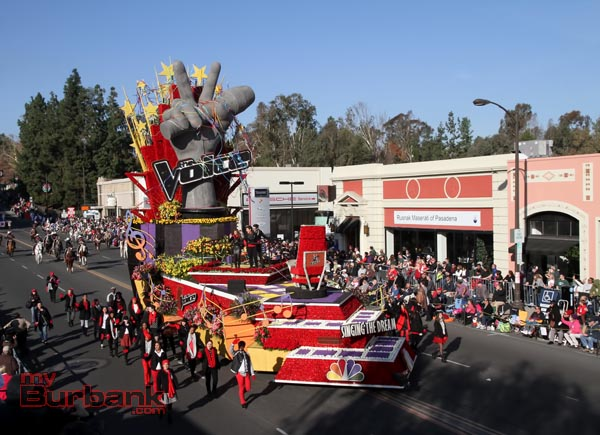 The 3 Finalist ride in the first ever float from the new TV music show THE VOICE. (Photo by Ross A. Benson)