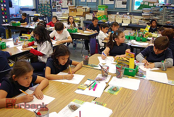 Captivated students draw intently. (Photo By Lisa Paredes)