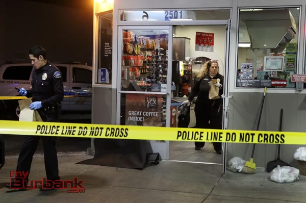 Burbank Police recover physical and forensic evidence from the Chevron Gas Station located at Olive Ave & Buena Vista. ( Photo by Ross A. Benson)