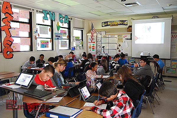 Luther Middle School students in Stefanie Enokian's 7th grade Social Studies class work on iPads alongside traditional pen and paper. (Photo By Lisa Paredes)