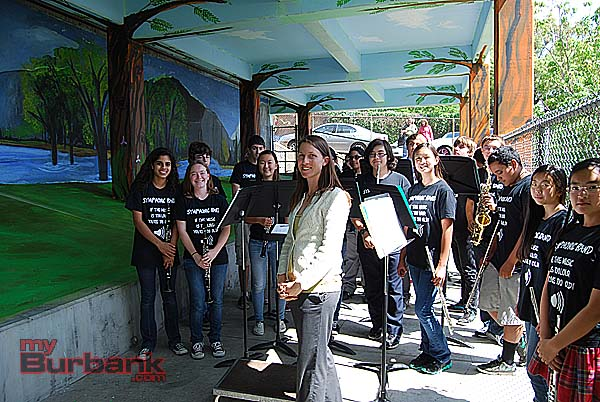 """Muir's Symphonic Band, with teacher Suzie Snell, readies their performance inside the """"Yosemite Valley"""" art installation. (Photo By Lisa Paredes)"""