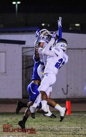 Dorian Housholder hauls in a 41-yard touchdown pass (Photo By Craig Sherwood)