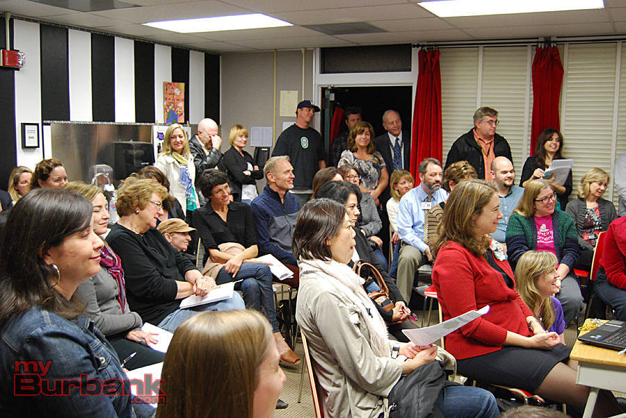 Standing-room only crowd fills the Roosevelt Elementary music room at the BAFA Music Education Community Meeting. (Photo By Lisa Paredes)