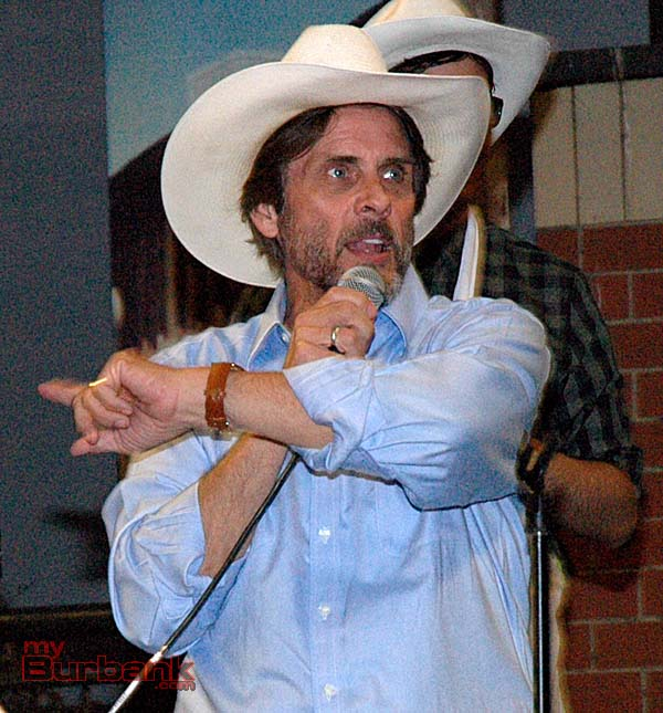 Actor/producer Shawn Stevens, who was in the choir program while attending Burbank High School, was master of ceremonies for Carroll's Corral and conducted the live auction (Photo by Joyce Rudolph)