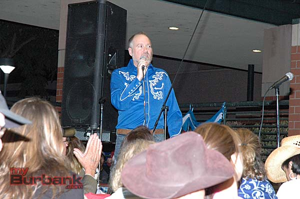 Choir director Brett Carroll thanks supporters for attending the fundraiser (Photo by Joyce Rudolph)