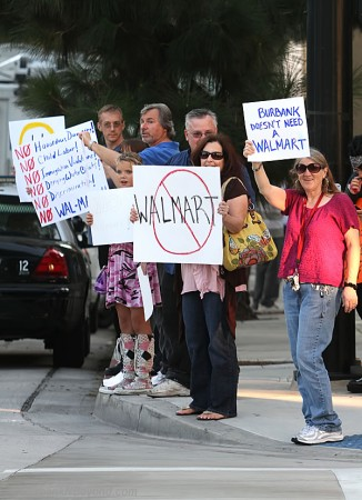 Walmart-Protest--1_1[1]