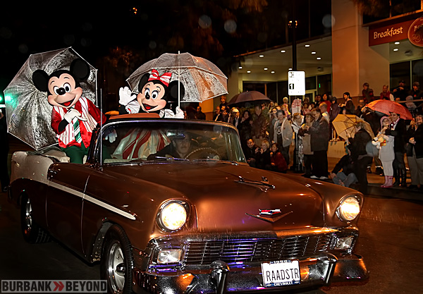 Mickey & Minnie Mouse arrive at Burbank City Hall's Tree Light via Rich Raad's 57 custom Chevy. (Photo by Ross A. Benson).