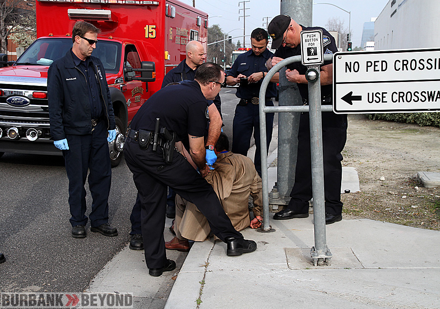 Burbank Police take thief suspect into custody after being identified by Von's Loss Prevention and other witnesses.(Photo by Ross A. Benson)