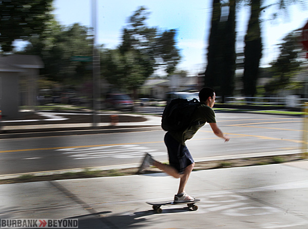 A skateboarder approaching the intersection Keystone & Chandler at great pace, not even thinking of stopping, as posted. (Photo by Ross A. Benson)