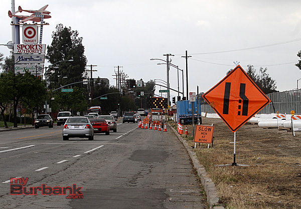 Lane reduction on northbound Victory Blvd, for utilities relocation. (Photo by Ross A. Benson)
