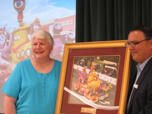 Ginny Barnett, BTORA President and Ed Morales, Pasadena Tournament of Roses Post Parade Chair for 2014, unveiling the Fantasy award from the Burbank entry in the 2013 Rose Parade (Photo Courtesy BTORA)