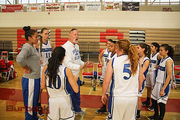 Coach Bruce Breeden speaks with his team (Photo by Dick Dornan)