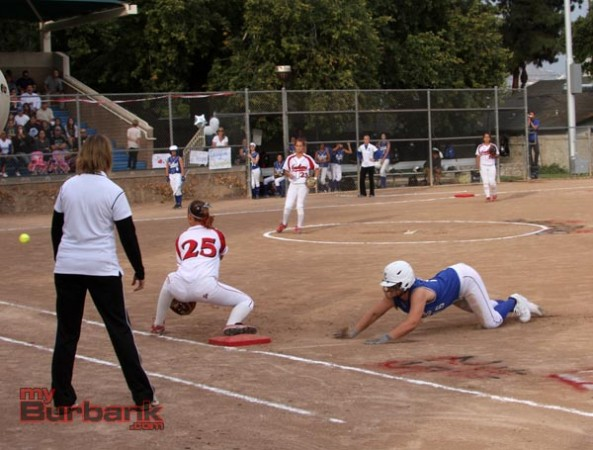 Bulldogs prevailed against the Indians (Photo by Ross A. Benson)