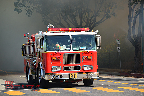 Burbank's Engine 16 races into the fire scene in Glendale (Photo By John Savageau)