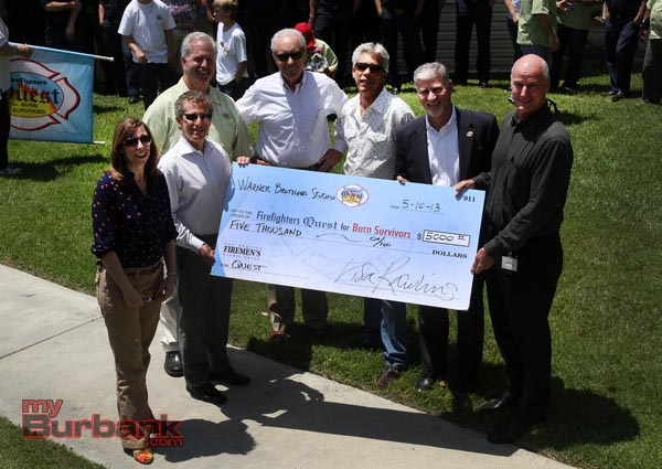 Warner Bros. Vice Presidents and Directors join Quest Executive Director Tom Propst with BIG check presentation. (Photo by Ross A. Benson)