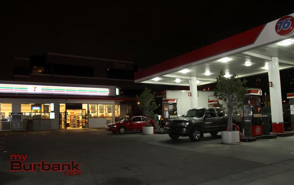 7-11 store that got robbed at Hollywood Way and Alameda Ave that is part of 76 station. (Photo by Ross A. Benson)