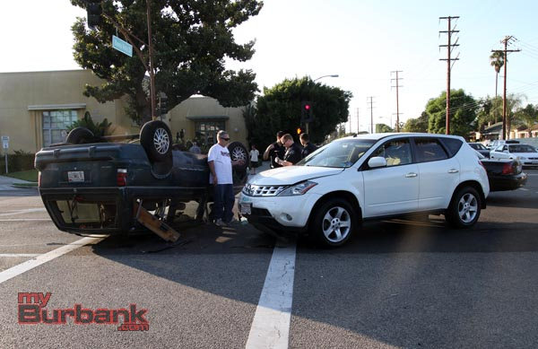 Burbank Police Officers gather information awaiting the arrival of Burbank Fire Dept. at this overturned accident that occurred during rush hour traffic at Buena Vista & Verdugo. (Photo by Ross A. Benson)
