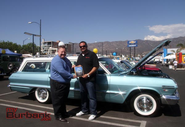 Community Chevrolet General Manager Dennis Bala hands Rene Gomez The Dealers Choice Award for his classic sparkling 1963 Chevrolet  Bel Aire. (Photo by Ross A. Benson)
