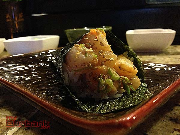 Spicy scallop hand roll in seaweed paper. (Photo By Maya Paredes)