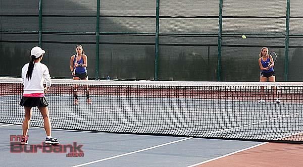 Burbank girls tennis (Photo by Dick Dornan)