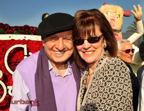 Burbank Mayor Emily Gabel-Luddy thanks Veteran Director Gary Marshall for his participation. (Photo by Ross A. Benson)