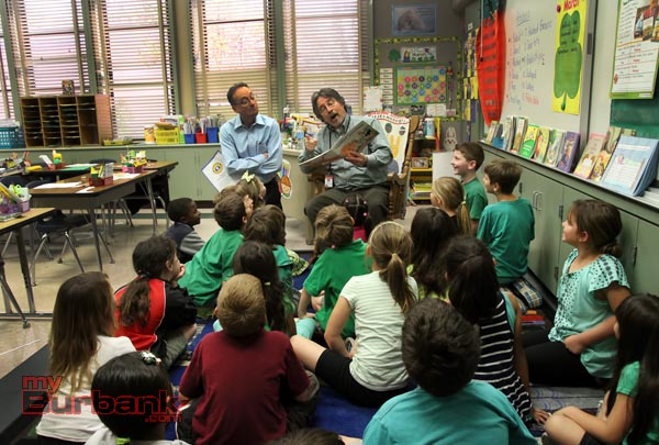School Counselor Les Cohen reads to Linda Walmsley's class as Radio personality Tim Conway Jr. listens in. (Photo by Ross A. Benson)