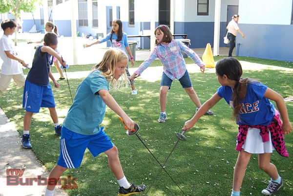 Students practice stage combat and fencing basics at Shakespeare Exploration Day. (Photo By Lisa Paredes)