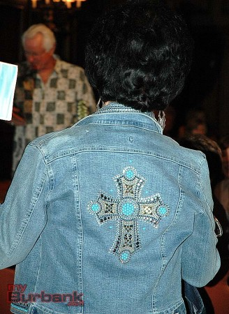 Sharon Terranova shows the audience the back of her denim jacket. (Photos by Joyce Rudolph)