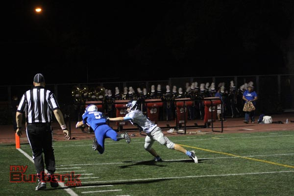 Dorian Housholder catches the lone touchdown of the game for Burbank (Photo by Ross A. Benson)