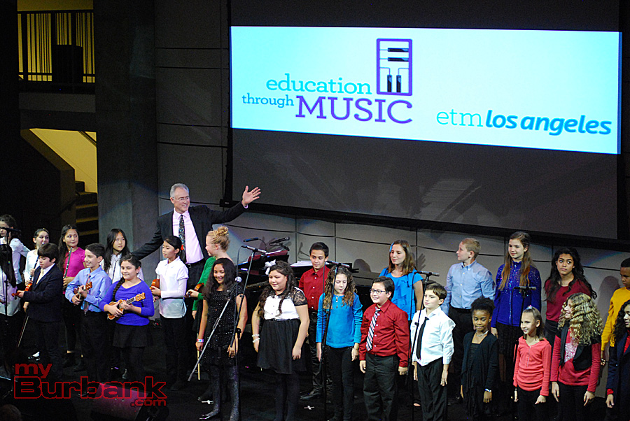 "Burbank music teacher Steven Hollis accompanies a group of Burbank and Los Angeles-area children singing ""Let's Go Fly A Kite,"" in honor of composer Richard M. Sherman. (Photo By Lisa Paredes)"