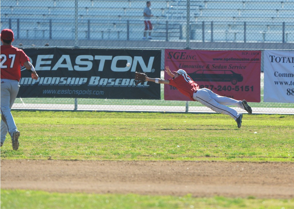 Anthony Bocanegra makes one  of his spectacular catches in right field (Photo by Mitch Haddad)