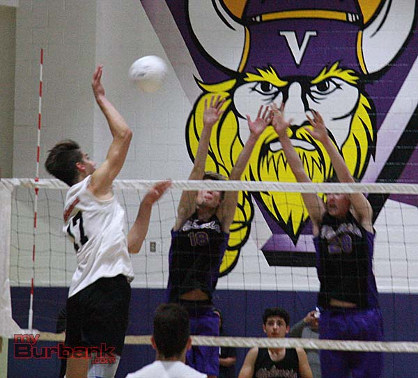 Max Chamberlain goes up for a kill (Photo by Dick Dornan)