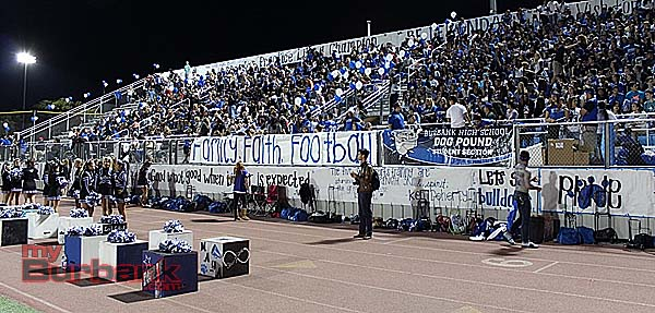 Burbank fans (Photo by Ivan Galan)
