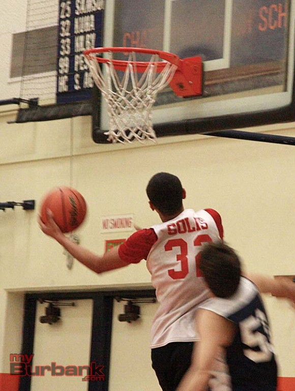 Angelo Solis drives to the basket (Photo by Dick Dornan)