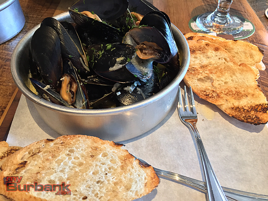 Lemon & Ale Mussels at Forman's Tavern. (Photo By Lisa Paredes)