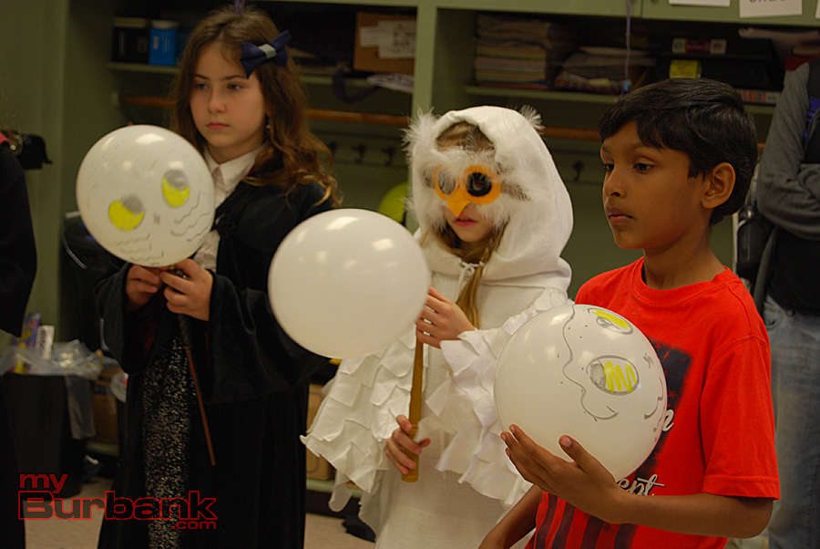 "Roosevelt Elementary students learn how to levitate their balloon owls during ""An Evening At Hogwarts.""  (Photo By Lisa Paredes)"