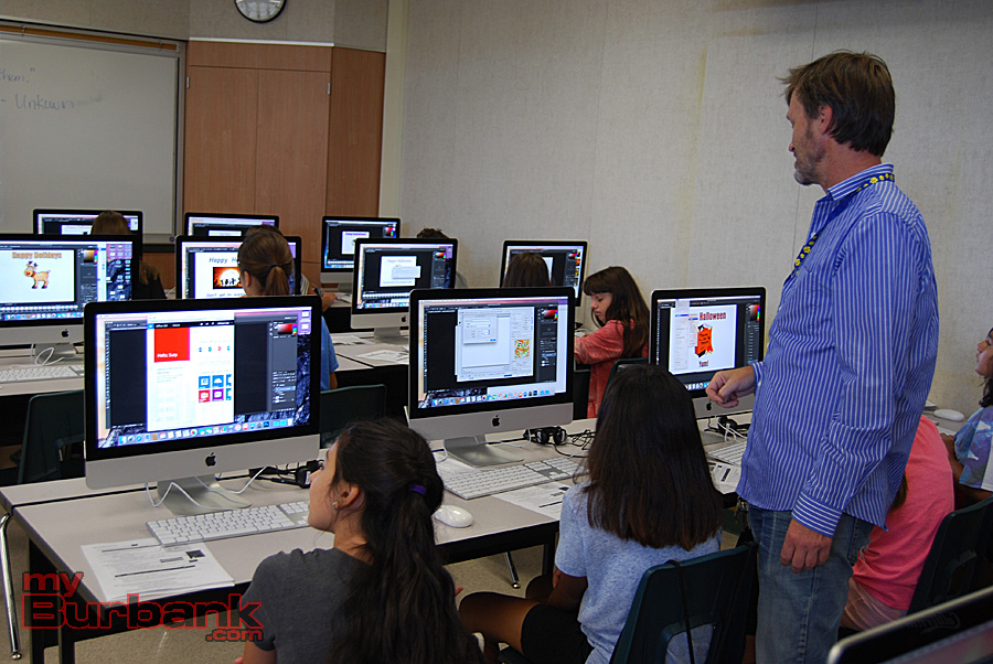 Jordan teacher Chris Mitchell leads a class on animation at the GATE Tech Academy. (Photo By Lisa Paredes)