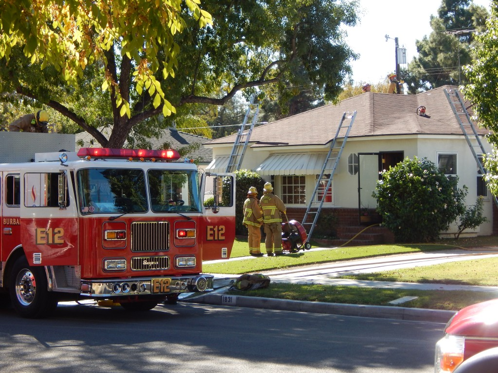 11-6-2015 FIRE ACROSS THE STREET (7)